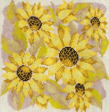 Размер вышивки 40*40см, 10 цветов.  В наборе: нитки мулине (Гамма), канва К06 страмин бежевого цвета, ч/б схема, игла...