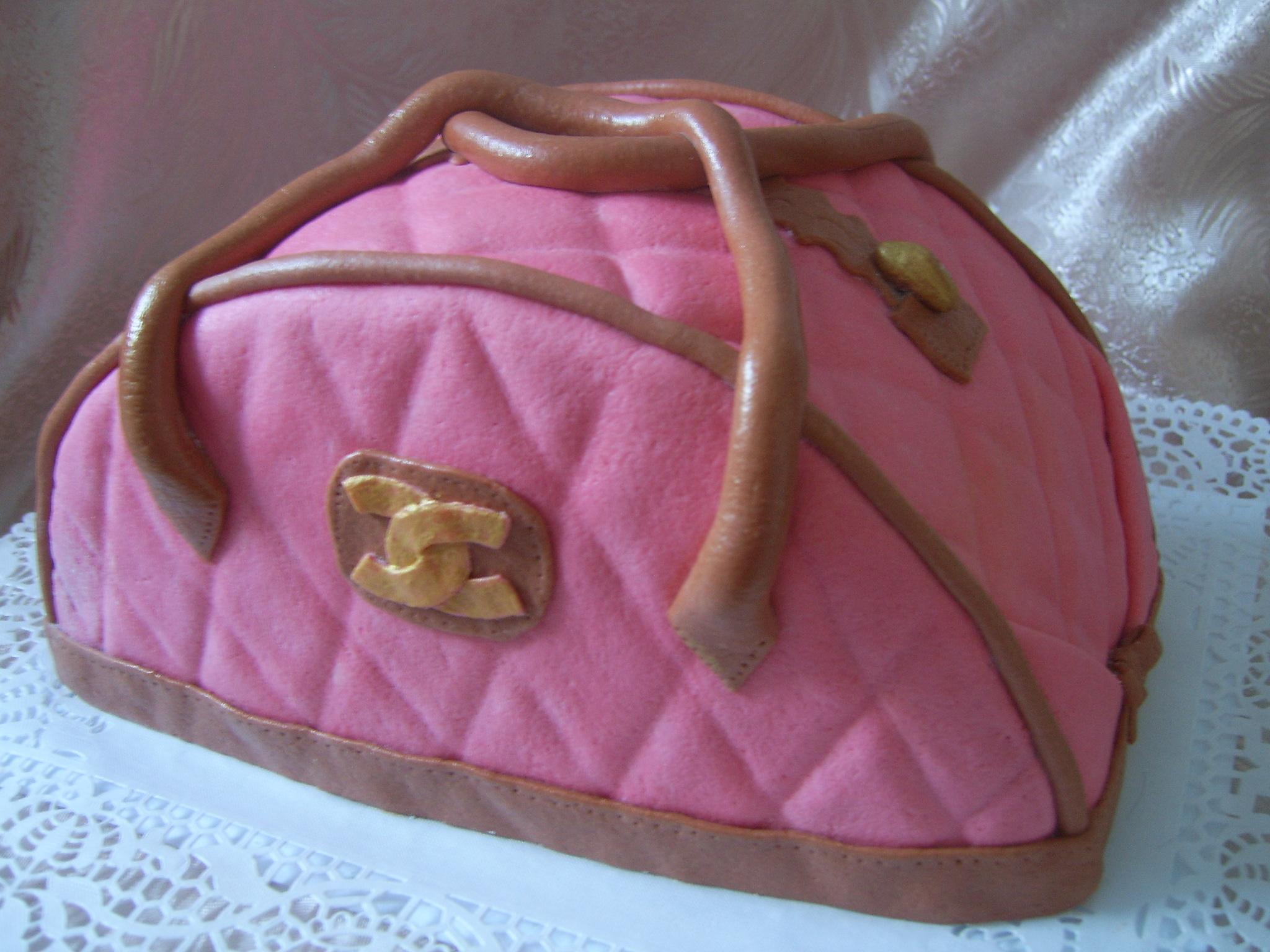Торт сумочка 2. вага 2 кг. в середині бісквіт простий і кавовий+крем...