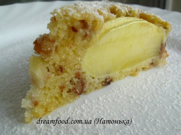 Яблучний пиріг з горіхами